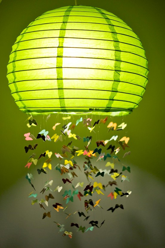 Papierlampe mit Schmetterlingen (Bild: pimpandpomme)