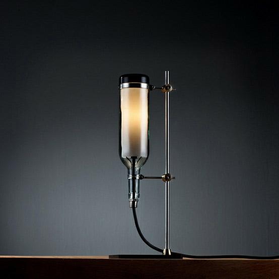 Flaschenlampe von John Meng (Bildquelle: blog.2modern.com)