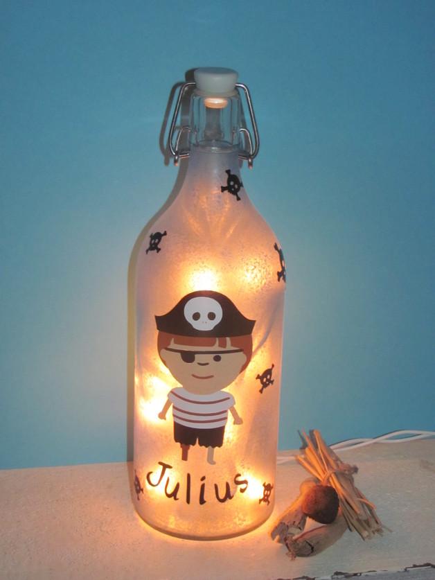 pin upcycling 15 ideen f r lampen aus flaschen kult lampen. Black Bedroom Furniture Sets. Home Design Ideas