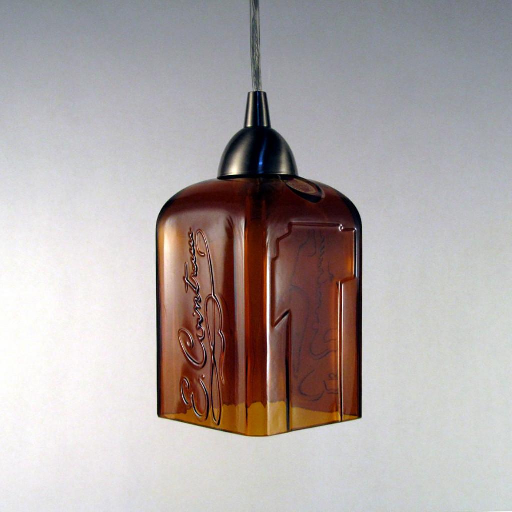 Lampe aus Schnapsflasche (Bildquelle: storiesfrimmyday.com)