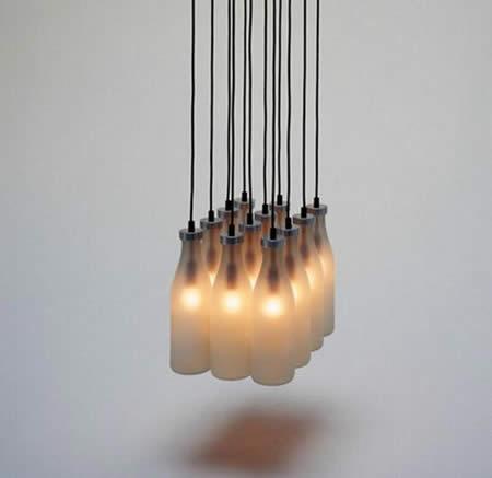 Lampen aus Milchflaschen-selbermachen (Bildquelle: crookedbrains.com)
