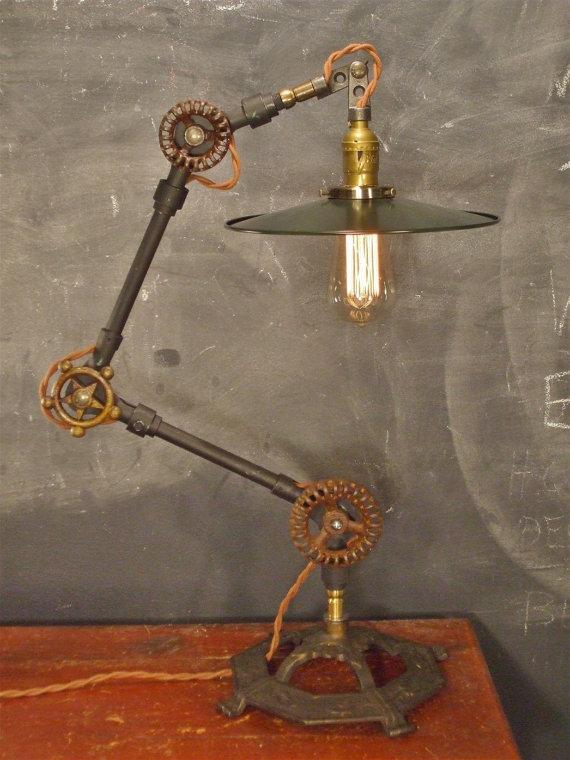 Vintage: Industrielle Schreibtischlampe (Bild: DWVintage via Etsy.com)