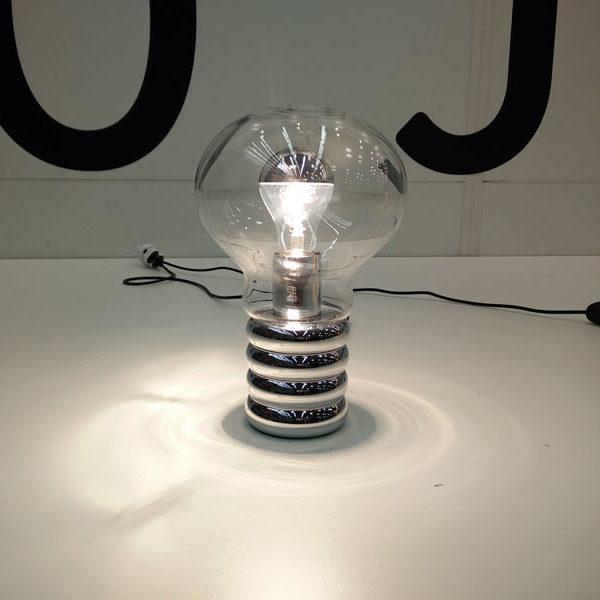 """Ein Bild von """"Bulb"""" von Ingo Maurer."""