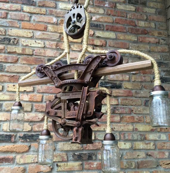 Steampunk Light Chandelier (Bild: RareRusticRelicts via Etsy.com)