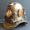 Taucherhelm-Lampe (Bild via Etsy.com)