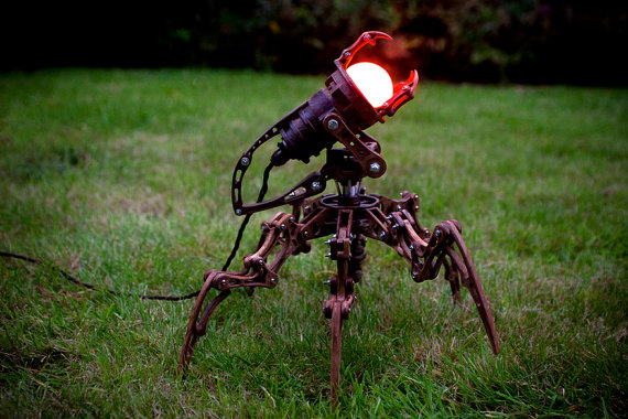 Steampunk Roboter-Lampe (Bild: Artype via Etsy.com)