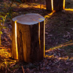 """Cracked Log Lamp"": Designerlampe aus Holzstamm"