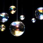 """Schillernde Seifenblasen aus Glas: Hängeleuchte """"Iris"""" von Neo/Craft"""