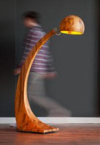 """Design-Bogenlampe aus Holz: """"Woobia"""" von Abadoc"""