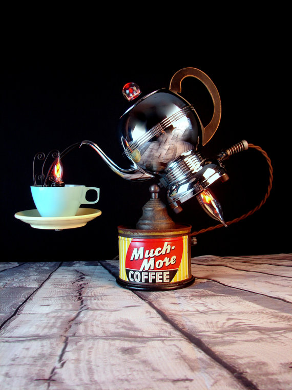 Lampe aus Kaffekanne (Bild: BenclifDesigns / Etsy)