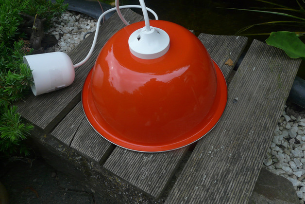 Lampe aus Schüssel (Bild: purzel343 / Dawanda)