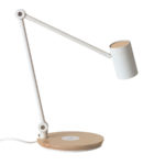 Energie mit Qi: 7 schöne Schreibtischlampen mit kabelloser Ladestation