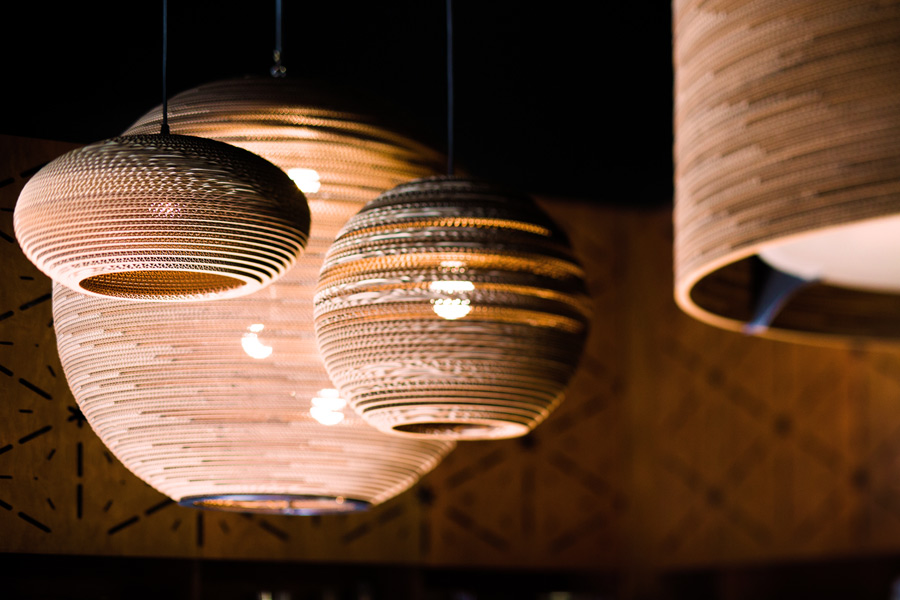 leuchten aus recycelter wellpappe scraplights. Black Bedroom Furniture Sets. Home Design Ideas