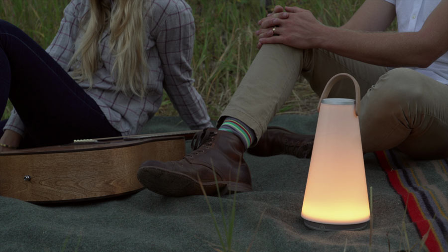 """Uma"": LED-Laterne mit Bluetooth-Lautsprecher (Foto: Pablo Designs)"