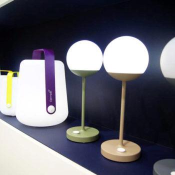 Mobile Laternen am Stand von Fermob