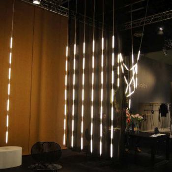 Verena Hennig: LED-Stäbe als Vorhang