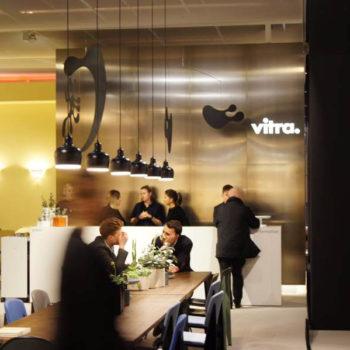 Klassisch: der Stand von Vitra.