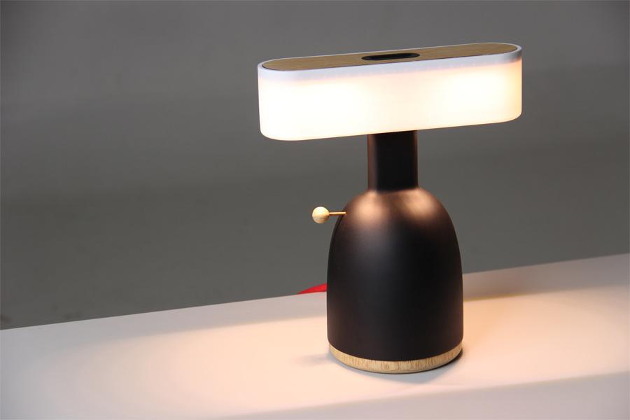 """""""Dina""""-Lampe (Foto: Moak Studio)"""