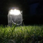 """Sonnenglas"": Akkulampe mit Solarmodul (Foto: kult-lampen.de)"