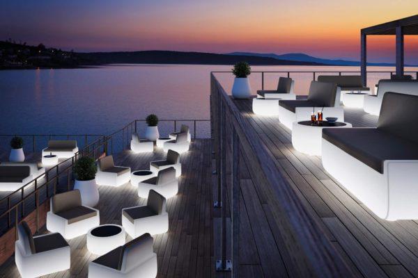 """Leuchtende Möbel: """"Bold Sofa Light"""" von Plust (Foto: Plust)"""