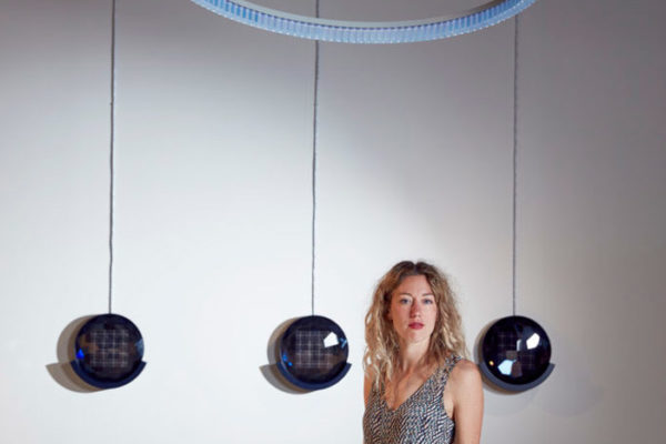 """Solarkronleuchter: """"Cyanometer"""" von Marjan van Aubel"""