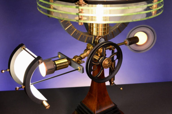 """""""Astronomea"""": Steampunk-Leuchte von Art Donovan"""