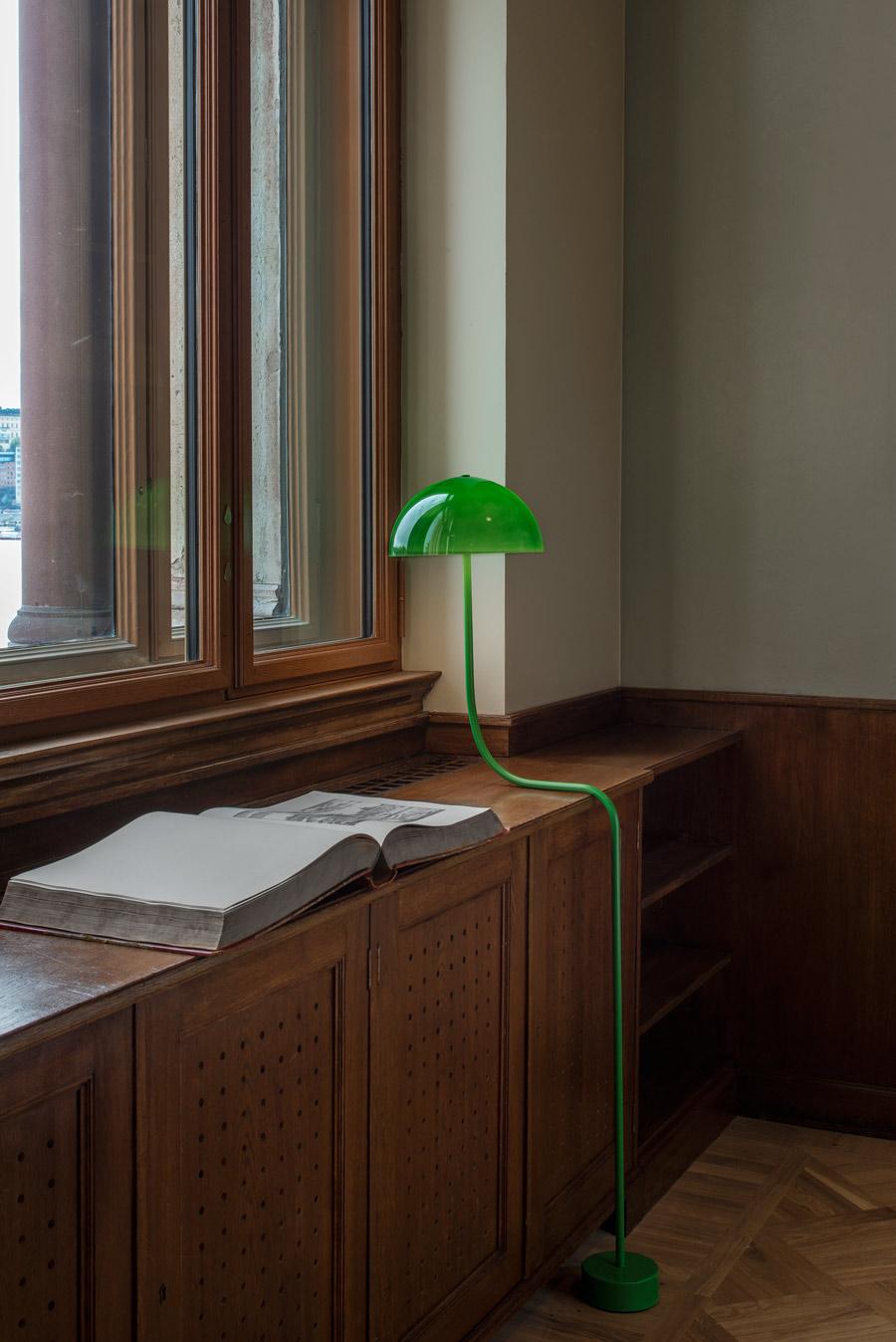 """""""Curve"""": Front interpretiert Bankerslampe neu (Foto: Zero)"""