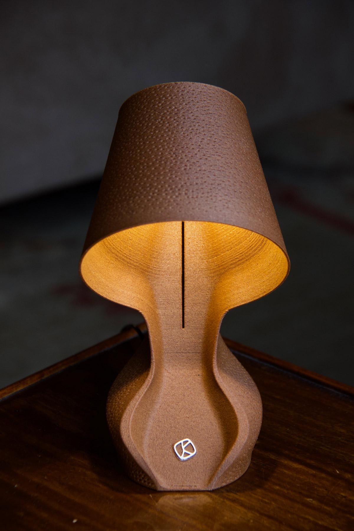 """Bio-Lampe aus Orangenschalen: """"Ohmie"""" (Foto: Krill Design)"""